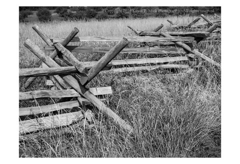 BW photograph of a Gettyburg Battlefield picket fence.