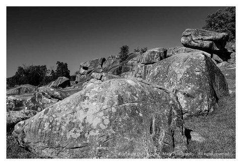 BW photograph of Devil's Den on a clear morning.